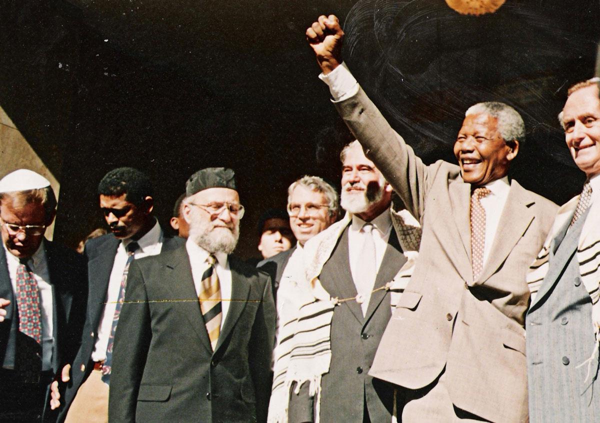AOH0015-Mandela-at-Marais-Road-Shul